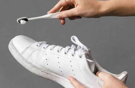 How To Clean Shoes With Toothpaste