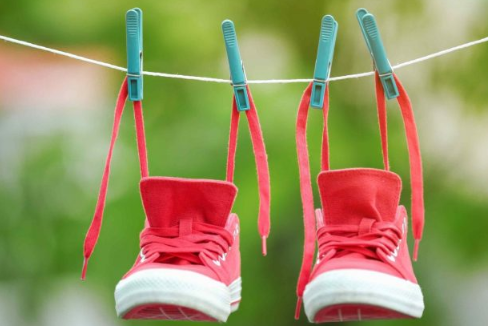 How To Dry Your Wet Shoes Fast & Quickly