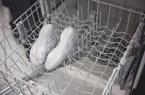 Can You Wash Tennis Shoes In The Dishwasher